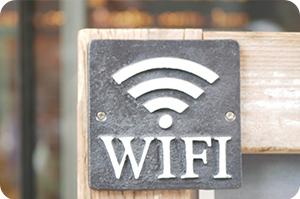 free WiFiの看板